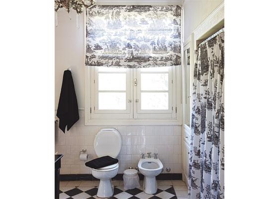 Cortina Baño Elegante:Para quienes gustan de las cortinas de ducha plásticas, una opción