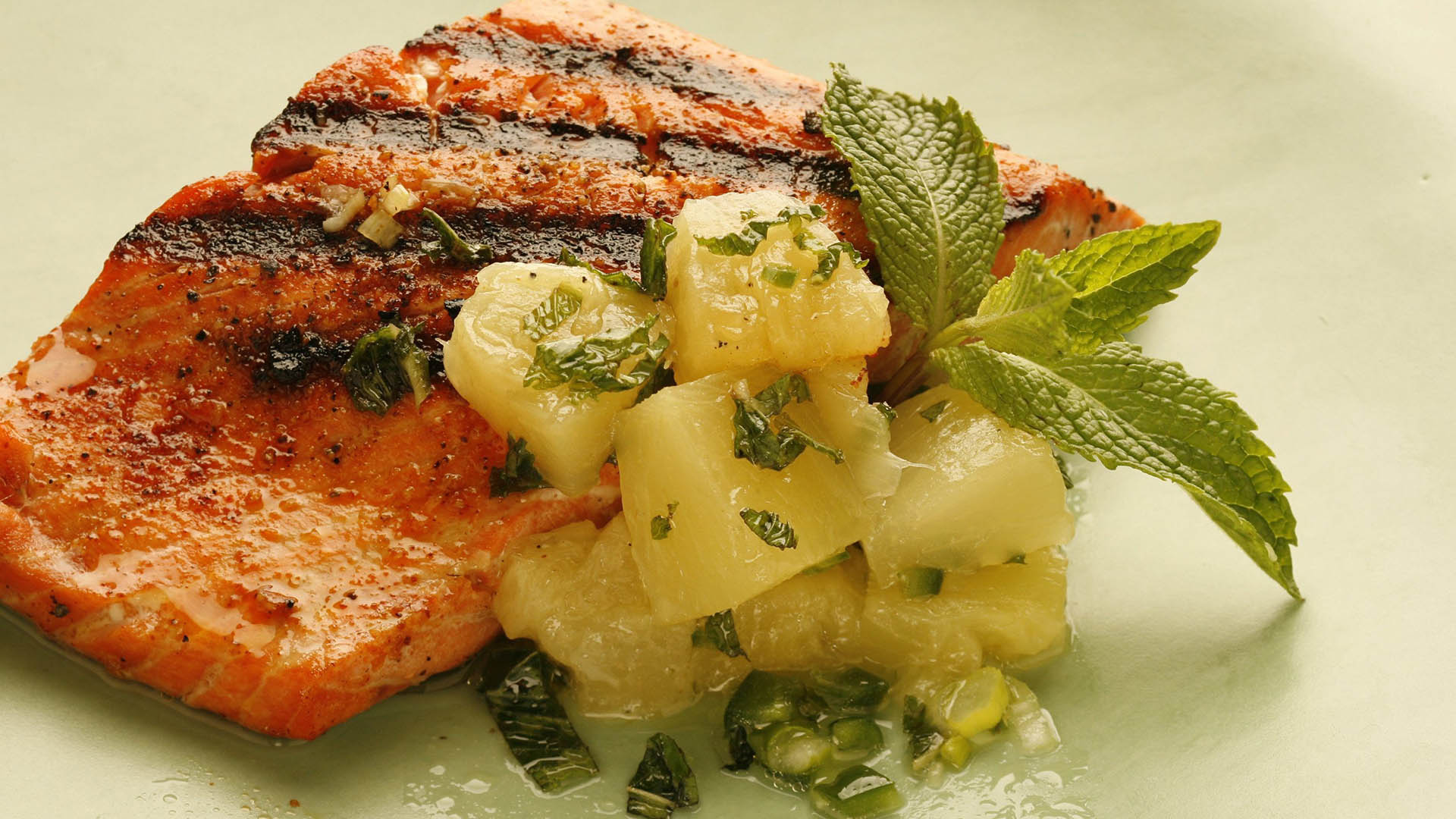 Image #: 29284543    Salmon by itself can handle nearly any color of wine. Light red, white, pink, all will do. The style of wine is more important. Here, the salmon is slathered with pineapple salsa that, from a wine's point of view, is a lot of sweetness and acidity (from especially the pineapple and lime juice). Chili heat also warns against wines high in alcohol. (Chris Walker/Chicago Tribune/MCT)      Chicago Tribune/ MCT /LANDOV